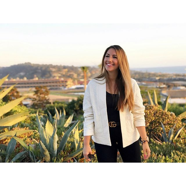 Jackets and blazers are my favorite investment pieces because of their versatility and statement-making potential. Without saying a word, your jacket can instantly convey your mood or personality, or totally transform a basic outfit into something exciting.✨ I'm currently obsessing over kimono-style jackets, with my favorite being this one from @frenchtrotters. I found this gem while shopping in #Paris last summer in the most charming and #bohemian neighborhood of #LaMarais. 🇫🇷🥐 I love how from a distance you can appreciate the soft lines of the kimono style, but up close the vintage #jacquard is a unique shell pattern and reminds me of the beautiful crown molding you find in those dreamy #Parisian apartments. This sunset last night was magical and beamed with a pinkish glow! ✌️🌅 • • #frenchtrotters #statementjacket #gucci #guccibelt #agjeans #shinola #moonphasewatch #shinolawatch #gorjana #stackingbracelets #cartier #cartierlovering #cartiertrinityring #fashion #fashionblogger #americanstyle #californiastyle #socal #sandiego #california #solanabeach #summernights #pacificcoast #sunset 📸: @playboybacon