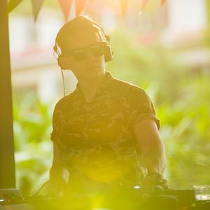 Yujin   (DJ)  8.30pm to 9.30pm
