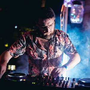 Dave H   (DJ)  6.30pm to 7.30pm