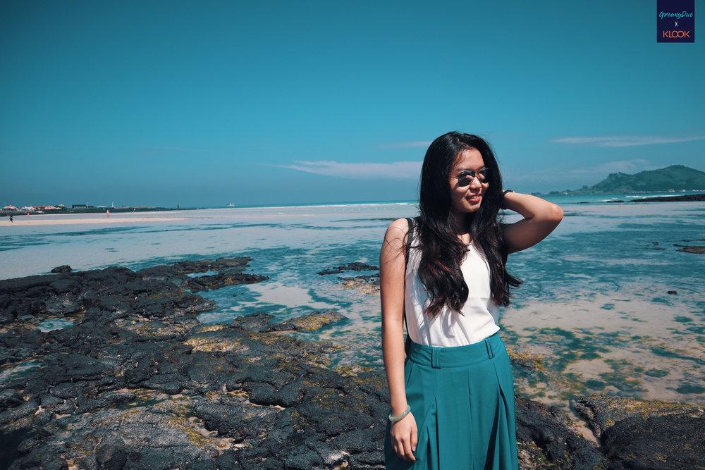 tina posting beside hyeopjae beach