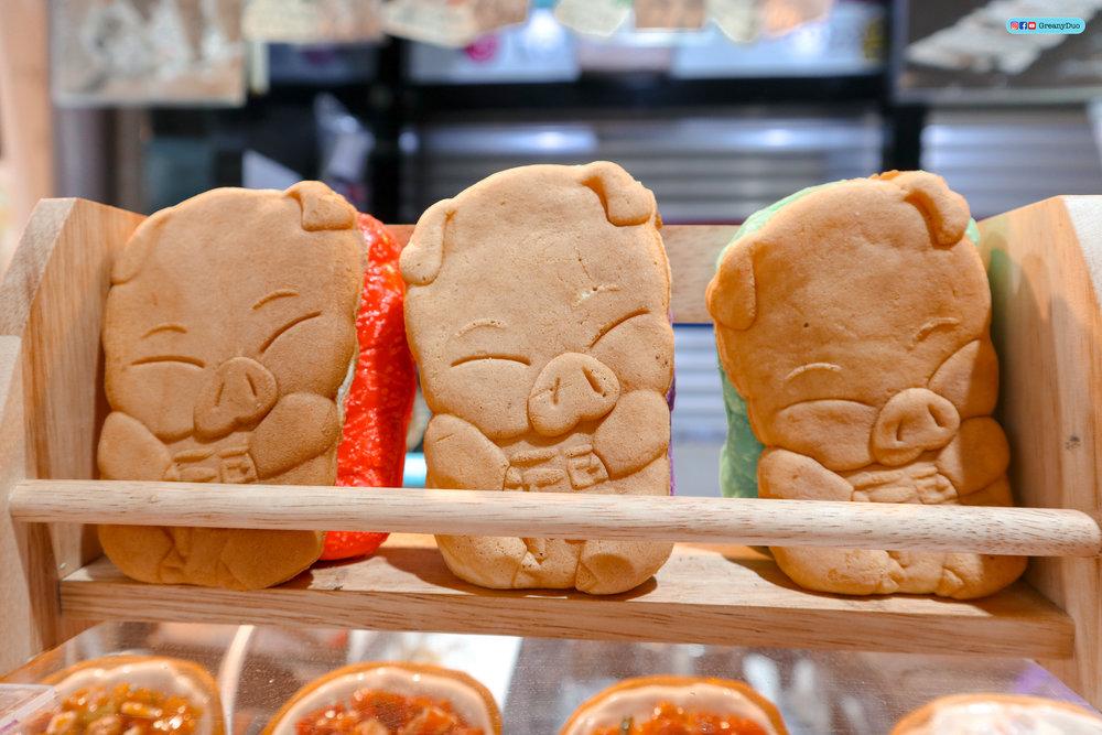 cheese pork bread, dongmun market, jeju