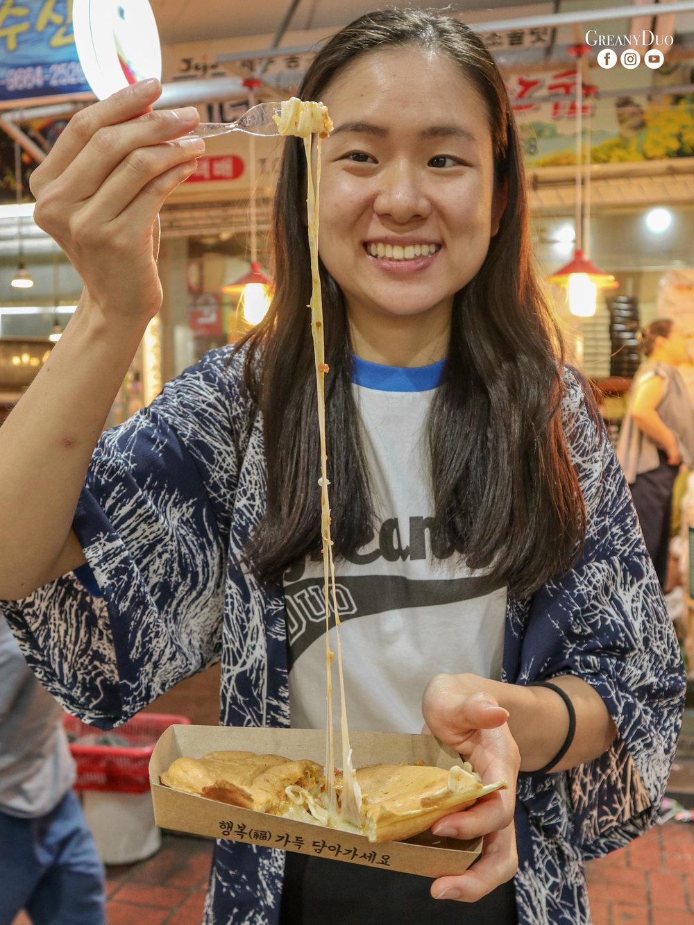 bulgogi cheese pig bread, dongmun market, jeju