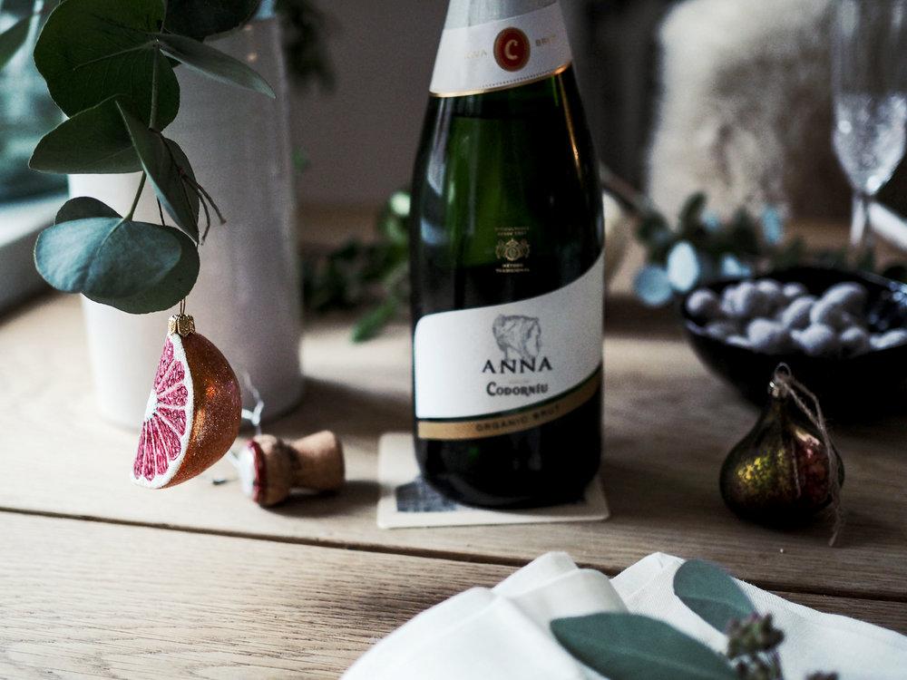 Mitä yhteistä on joulukuusellani ja Anna de Codorníulla? Molemmissa on häivähdys sitrusta…