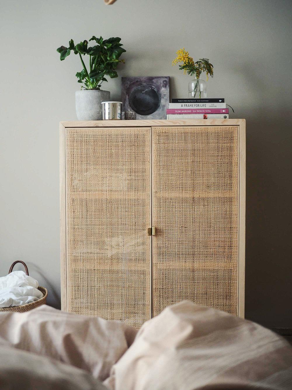 Näkymä sängystä. Kauniit esineet, inspiroivat kirjat - ja pyykit .