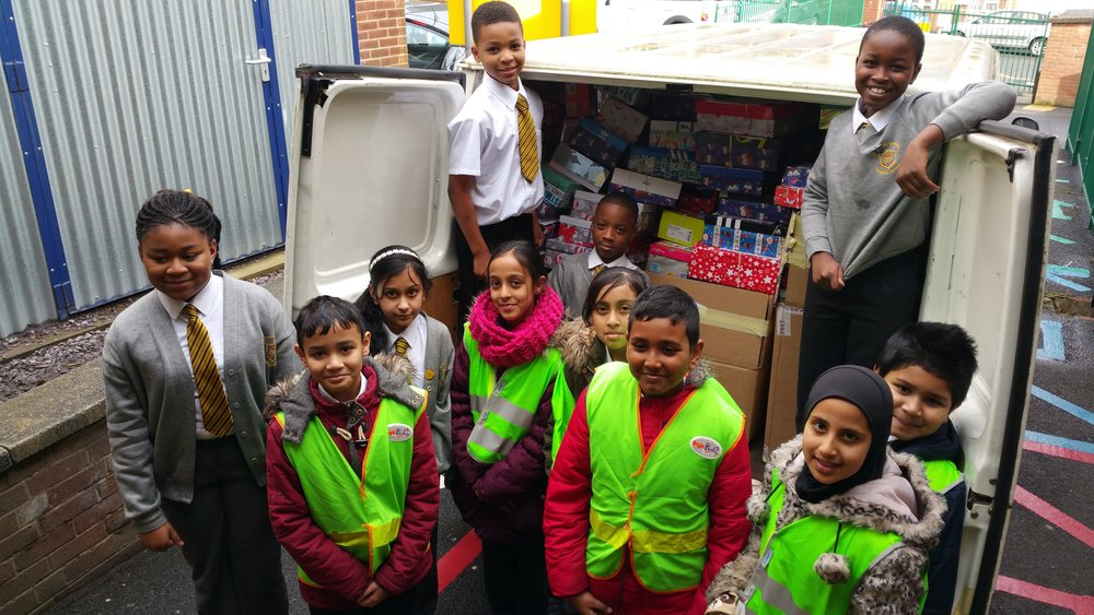 Children from Anglesey & St Francis Primary Schools in Birmingham– schools that are currently working on their accreditation - loading their Gift Boxes on its way to a city charity sending aid to Syrian children in a refugee camp.    © Education International