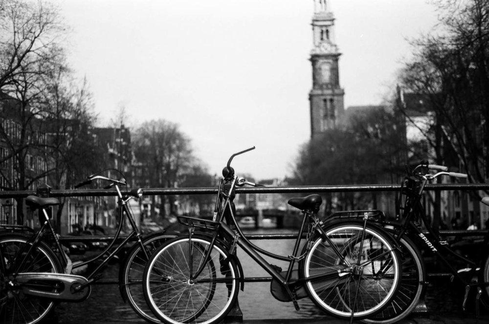 📷35mm B&W film in Feb 2017. Bikes locked on an Amsterdam Canal.