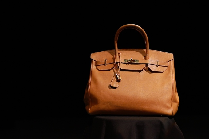 Handbag & purse cleaning - Our craftsmen are experienced in cleaning every type of handbag, from Alexander McQueen to Balenciaga and Chanel. Our process is simple: remove the stains using gentle hand-cleaning techniques, and apply infusing oil and dyes to keep your handbag supple and richly colored.Book Appointment