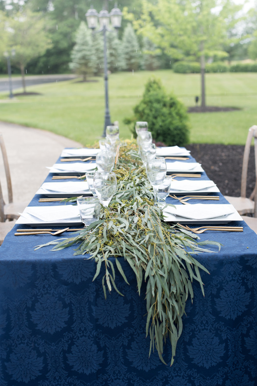 O DESSA JAMES PHOTOGRAPHY | MANOR HOUSE CINCINNATI | GREENERY GARLAND | NAVY BLUE WEDDINGS