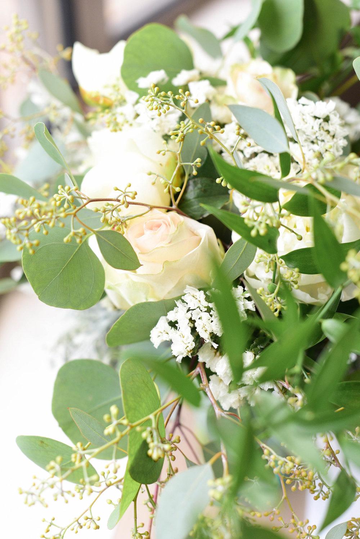 S USIE MARIE PHOTOGRAPHY | WEDDING FLOWERS | BRIDAL BOUQUET | RHINEGEIST WEDDING | CINCINNATI BRIDE