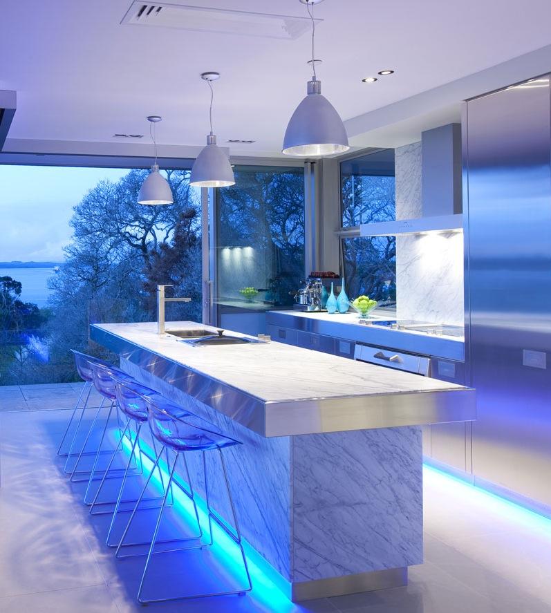 blue-highlighted-modern-kitchen.jpg