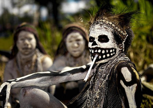 Papua New Guinea | Woman during a SingSing celebration | Photo by  Eric Lafforgue