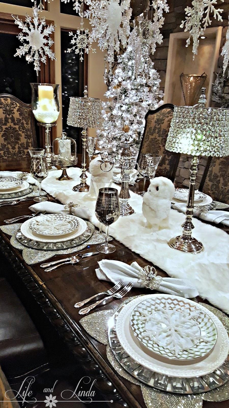 Holiday Tablescape via Life and Linda