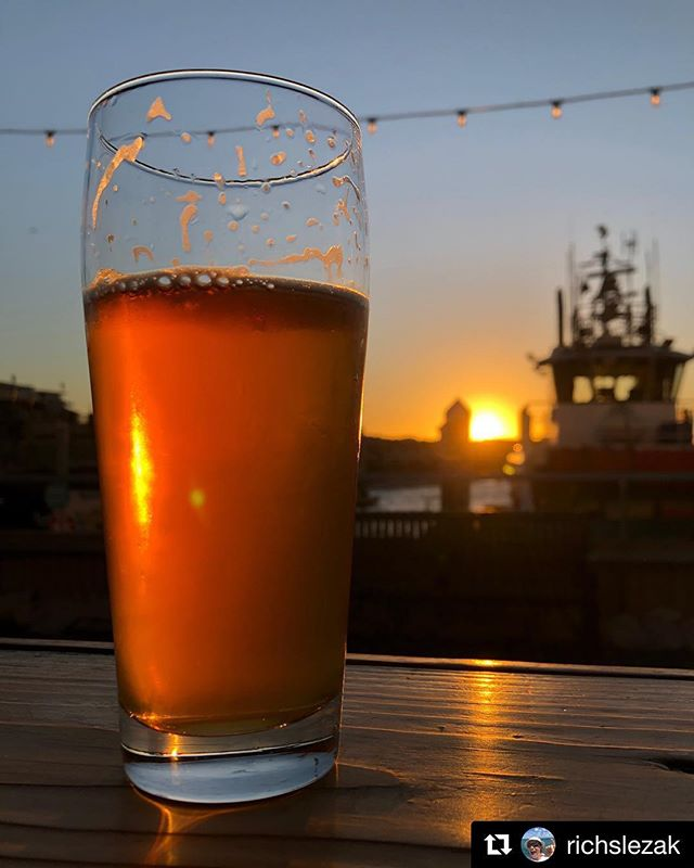 Today's Forecast: Sunny with a side of Sunset!🌅 Start your weekend right by joining us at our tasting rooms for beers and this beautiful weather! Our friend Rich has the right idea! 🍻 . . . #weekend #casual friday #friyay #friday #cheers #tikihut #beer #redondopier #sunset #kingharborbrewing #kingharborbrew #kingharborvillage #kingharborwaterfront #craftbeer #redondobeach #hermosabeach #manhattanbeach #torrance #drinklocal #southbay #photocredit : @richslezak 📷