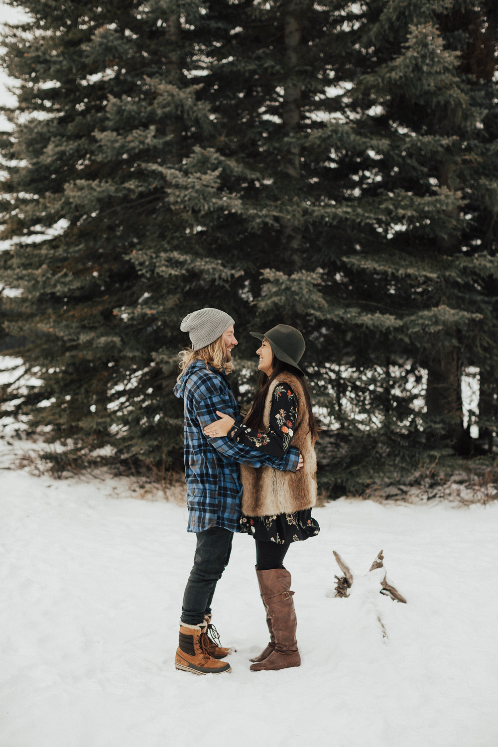 Banff Engagement Photographer - Winter Mountain Adventure Engagement Session - Michelle Larmand Photography-025