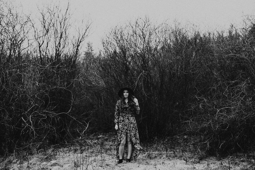 Edmonton Engagement Photographer - Michelle Larmand Photography - Mossy woods engagement session014