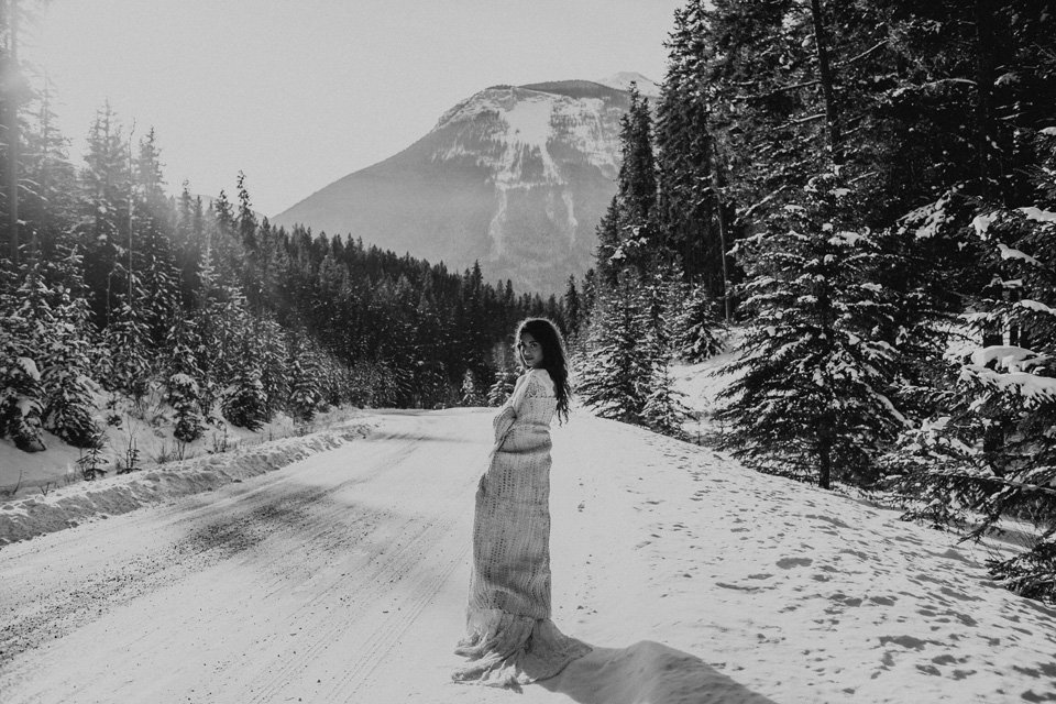 Winter Mountain Bohemain Bridal Inspiration - Michelle Larmand Photography - Banff Wedding Photography -012