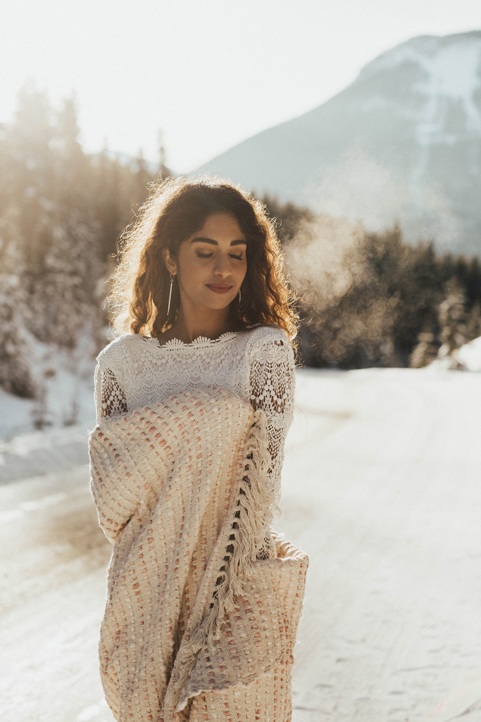 Winter Mountain Bohemain Bridal Inspiration - Michelle Larmand Photography - Banff Wedding Photography -019