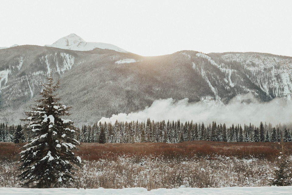 Winter Mountain Bohemain Bridal Inspiration - Michelle Larmand Photography - Banff Wedding Photography -038