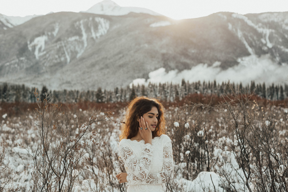 Winter Mountain Bohemain Bridal Inspiration - Michelle Larmand Photography - Banff Wedding Photography -041