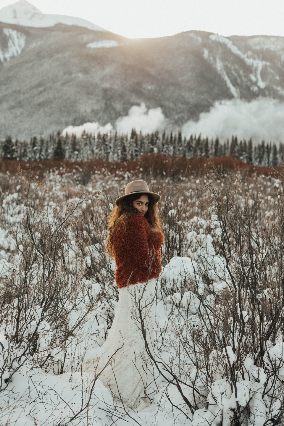 Winter Mountain Bohemain Bridal Inspiration - Michelle Larmand Photography - Banff Wedding Photography -045