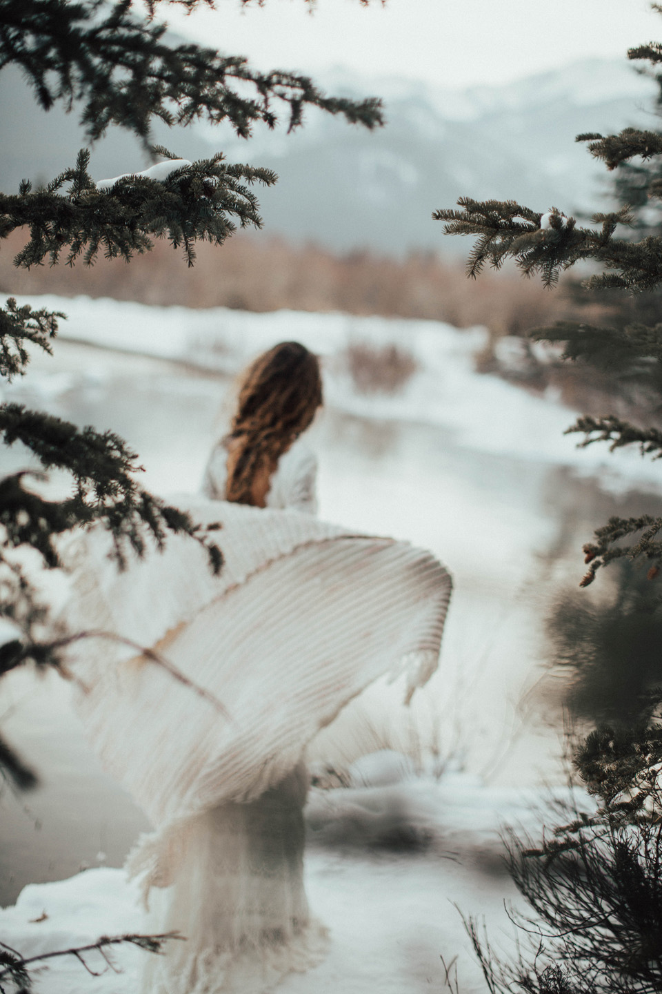 Winter Mountain Bohemain Bridal Inspiration - Michelle Larmand Photography - Banff Wedding Photography -074