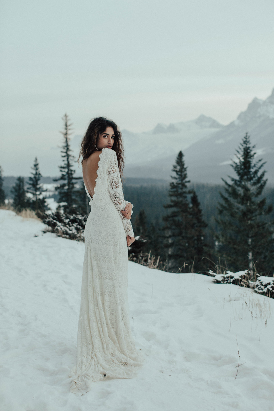 Winter Mountain Bohemain Bridal Inspiration - Michelle Larmand Photography - Banff Wedding Photography -085