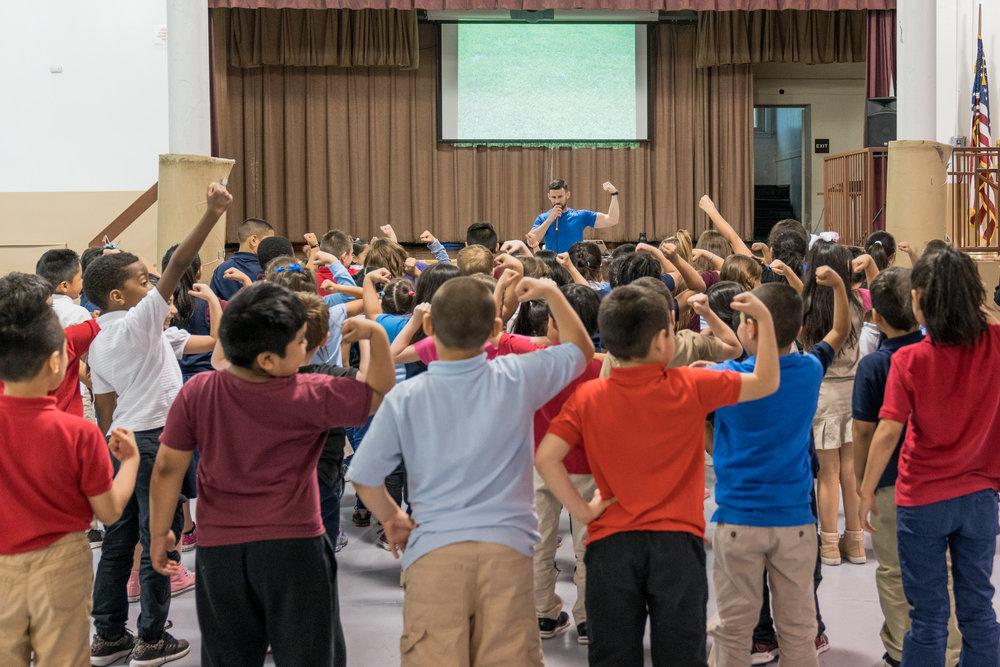 Steve Ettinger - School yoga assembly - kids fitness expert - school fitness assembly