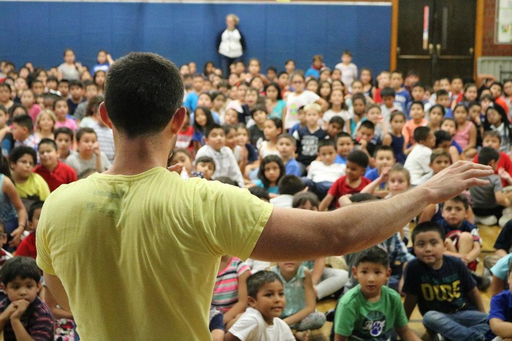 Steve Ettinger - Kids fitness expert - keynote speaker - family fitness - kids yoga - kids fitness