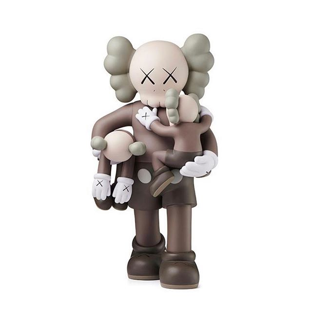 On my dad mode level 💯 like #kaws #art #figurine #dad #armsfull #love #family #vibes