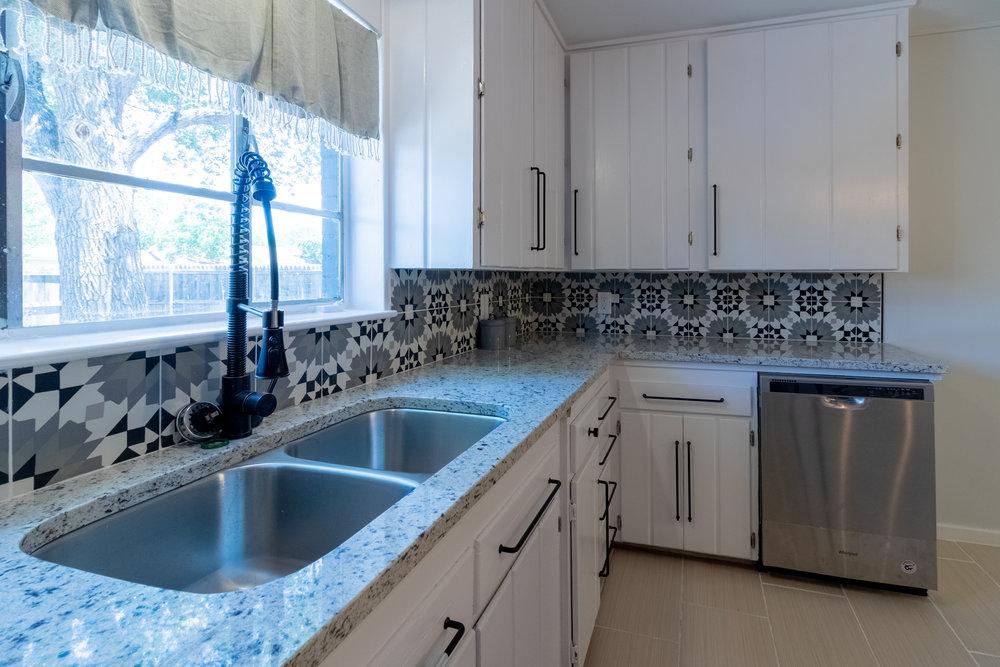 11 - Kitchen 4.jpg