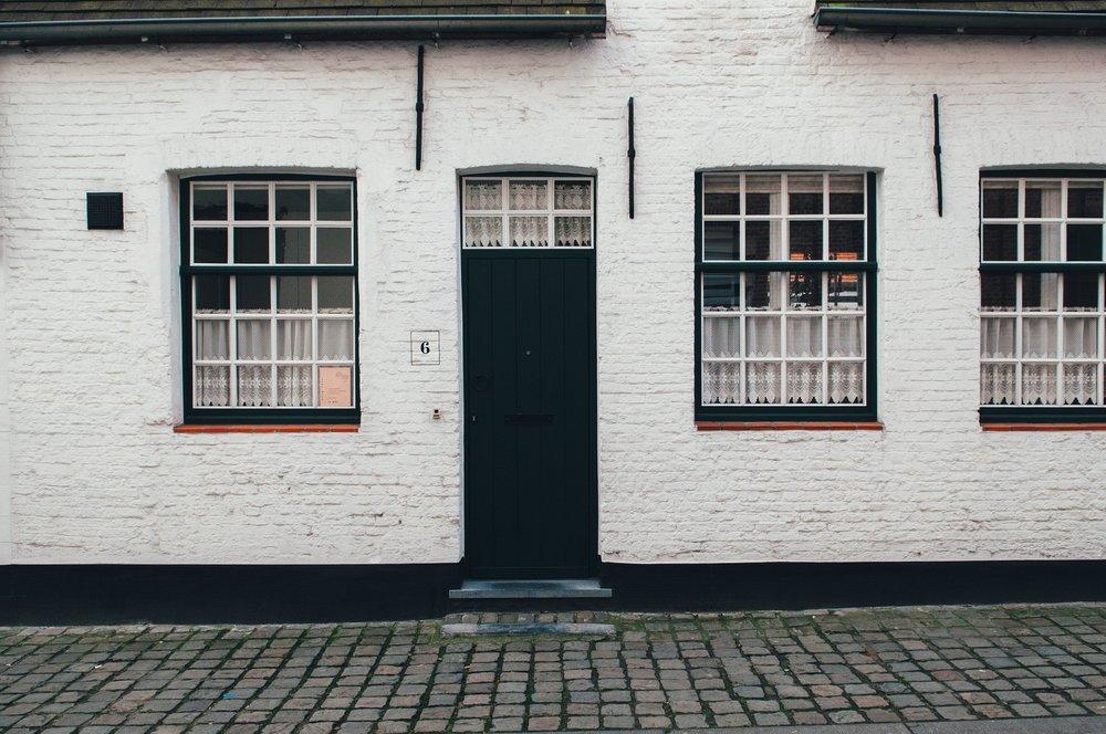 front-door-1246609_1920.jpg