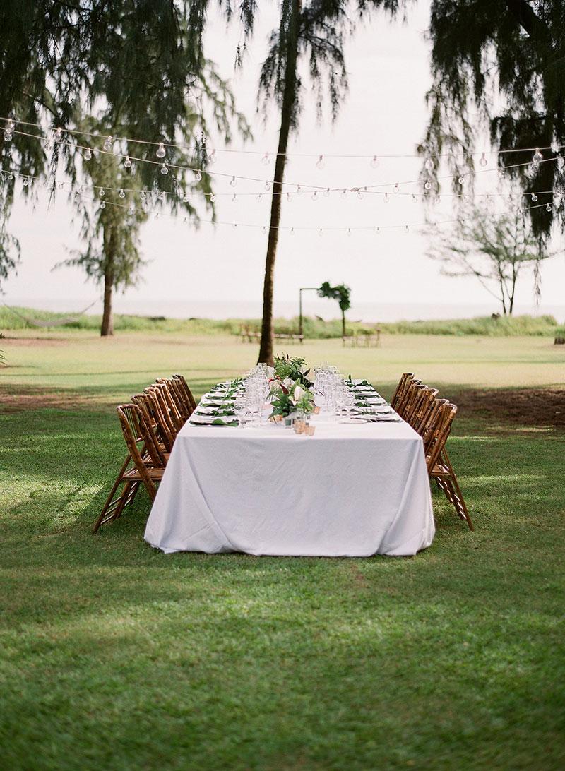 table-decor-waimea-cottages-wedding.jpg
