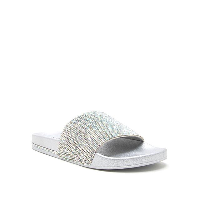 Best selling bling slides are now restocked! Also will have them in black with bling lines check them out! @shopisabelxo #isabelxo #slides #bling #shoes