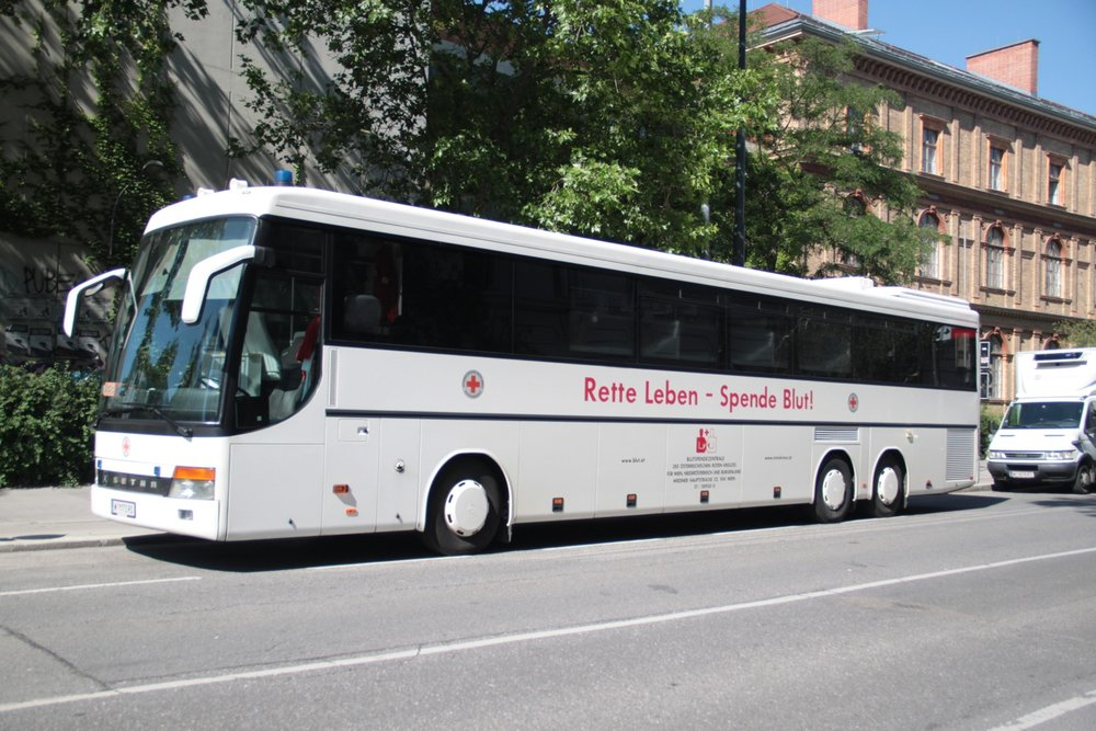 A blood donation bus and a  Red Cross  team held its camp for two days at University of Applied Arts Vienna.