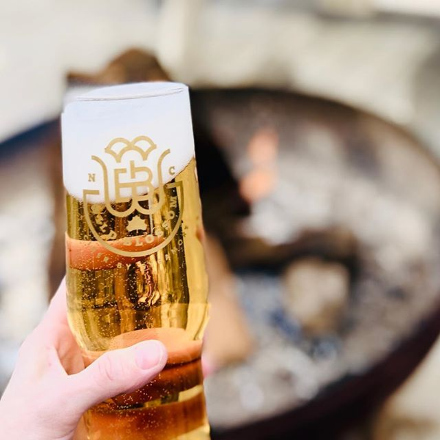 Join us in the @SycamoreBrewing Beer Garden and bundle up next to one of our fire pits with a nice crisp refreshing Brut Cider- Freshly crafted with Pacific NW apples 🥂