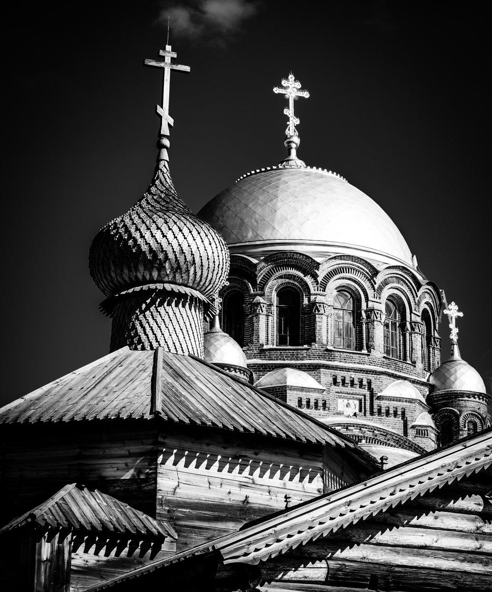 Sviyazhsk church tops.jpg