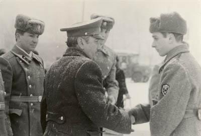 Е.Я.Джугашвили поздравляет В.Е.Джугашвили с принятием воинской присяги.