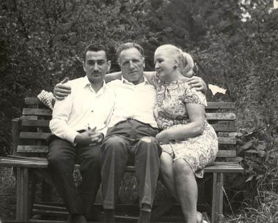 Е.Я.Джугашвили и А.А.Голованов с супругой.