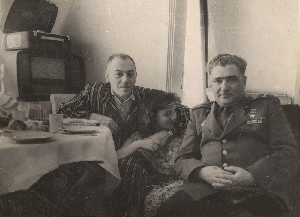 Василий Сталин с дочерью Надей.