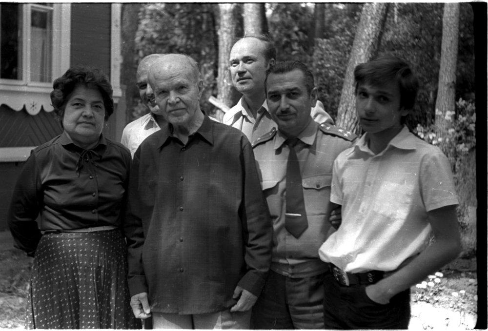 М.Нахангова, И.Антелава, В.Молотов, Ф.Чуев, Е.Джугашвили, В.Джугашвили