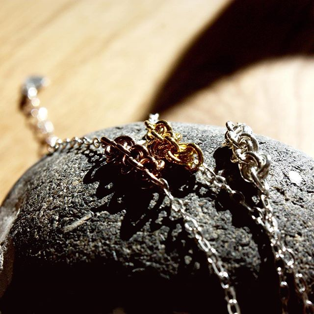 Capturing that shine ✨🌟👌 #bracelets #handmadejewellery #juliettedawn  _________  #naturalcolor #jewellerymaking #braceletstacks #braceletdesign #braceletlover #jewelleryforher #etsyjewelry #etsyshop #preciousmetals #silverbracelet #goldbracelet #bijouxhandmade