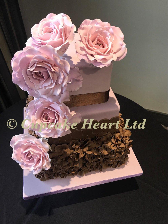 Valentines cake 1.jpg