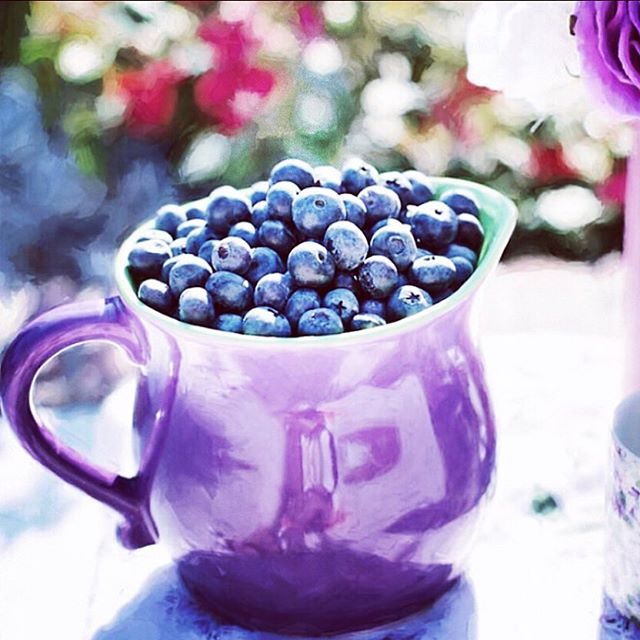 Blueberries - fav fruit! Powerful source of antioxidants, Fiber, Folate, Potassium, Manganese, Vitamin C, K.  #farmersmarket #organic #antioxidants #summer