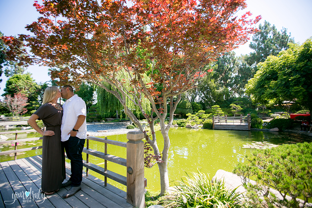 11-earl-burns-miller-japanese-garden-engagement-photographer.jpg