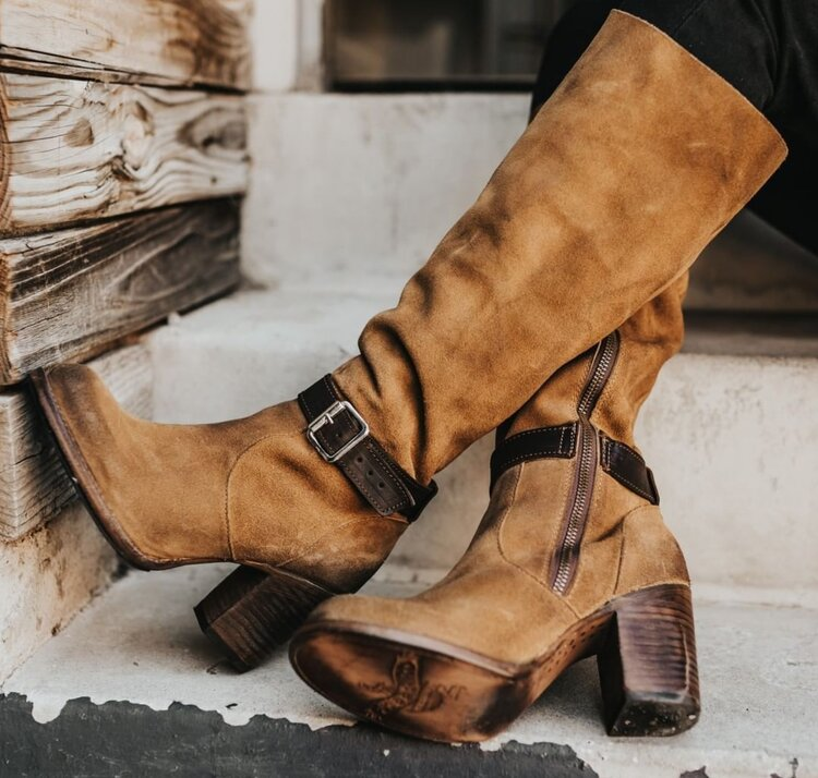 fall-wedding-accessories-that-will-keep-you-warm-boots