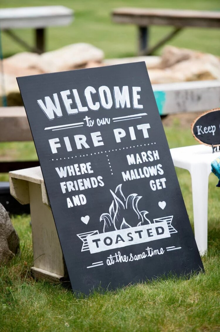 funny-wedding-day-signs-fire-pit