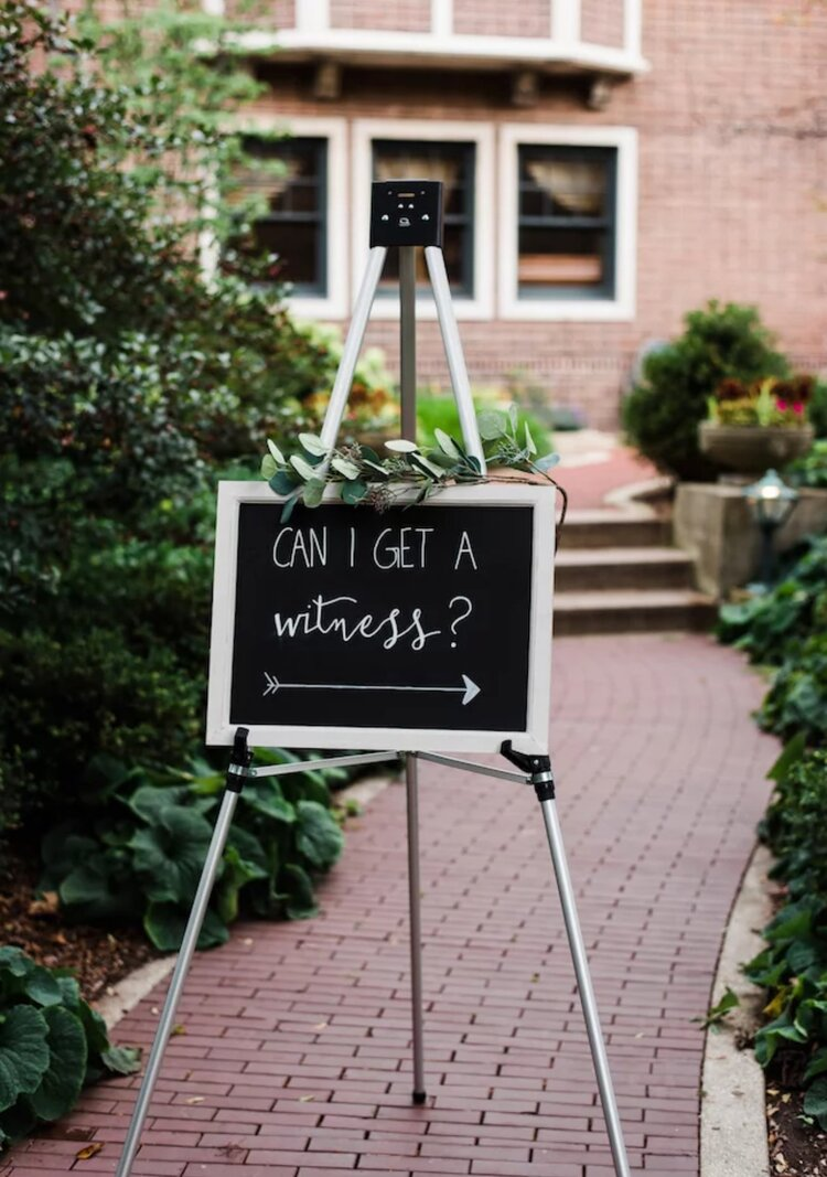 funny-wedding-day-signs-capture-moments