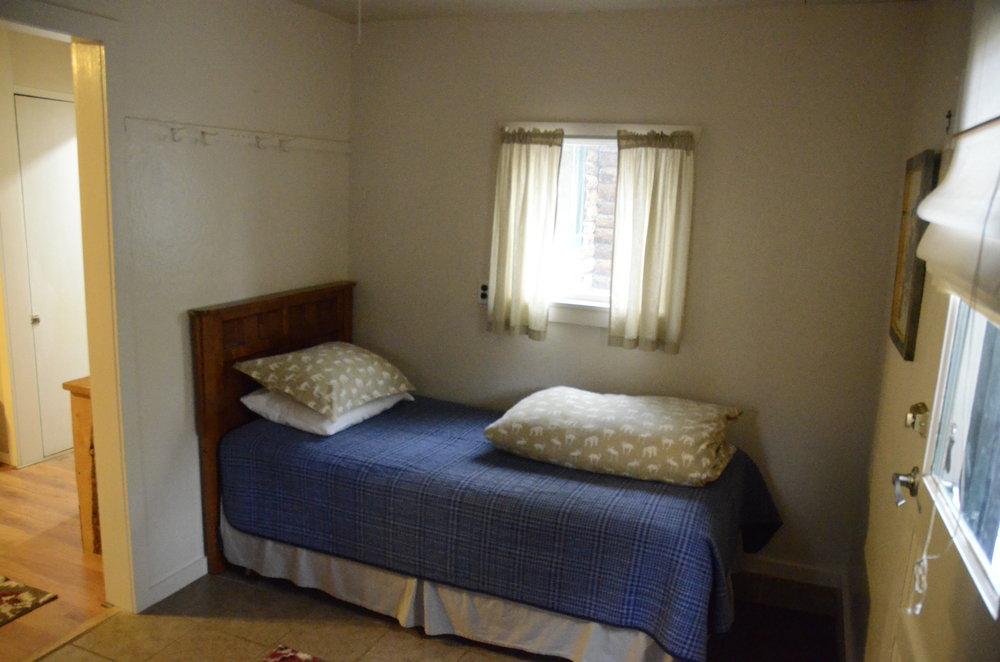 _0181878 heron extra bed 1.JPG