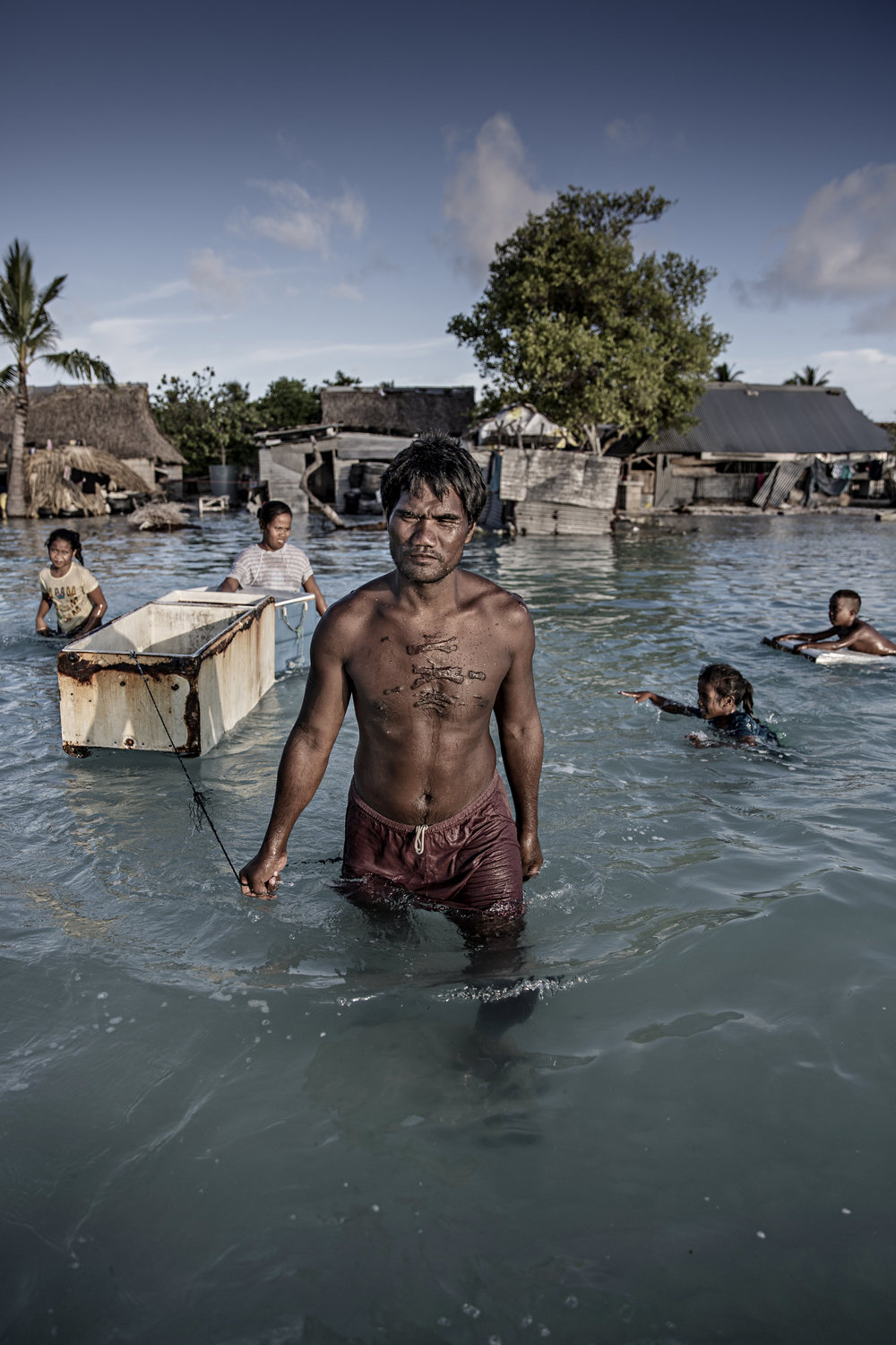 The sea floods the land / Kiribati - 2015