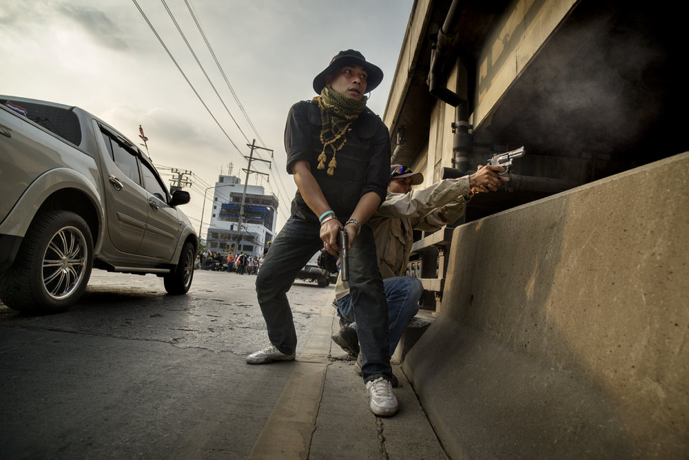 Protesters fire guns against oppositional crowd, Bangkok / Thailand -2014
